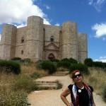 Syusy walking to Castel del Monte