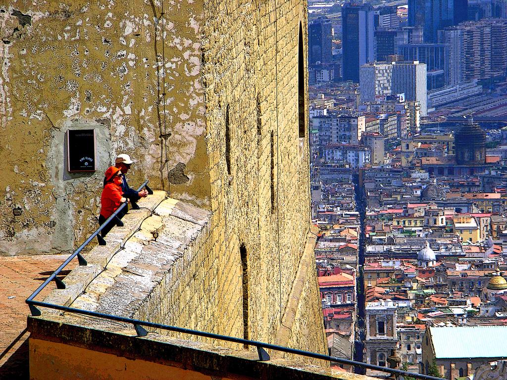 Sant'elmo: tourists seeing Naples