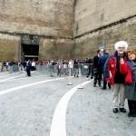 Syusy & Pat at Vatican Museums entrance