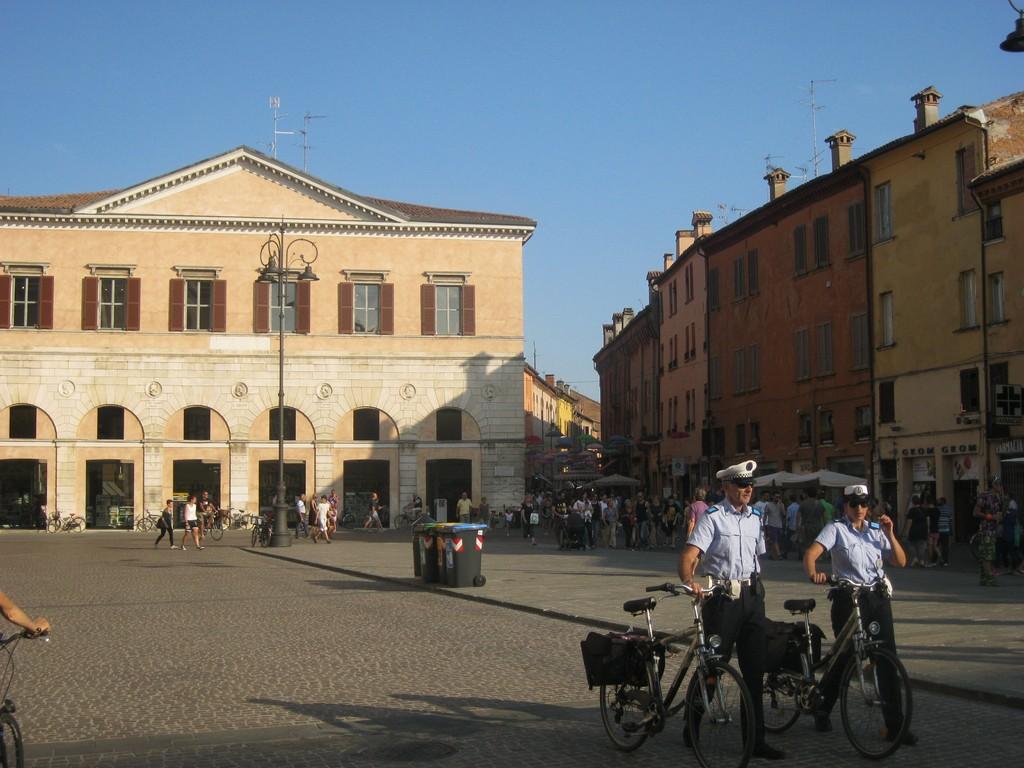 Ferrara, Piazza Trento e Trieste