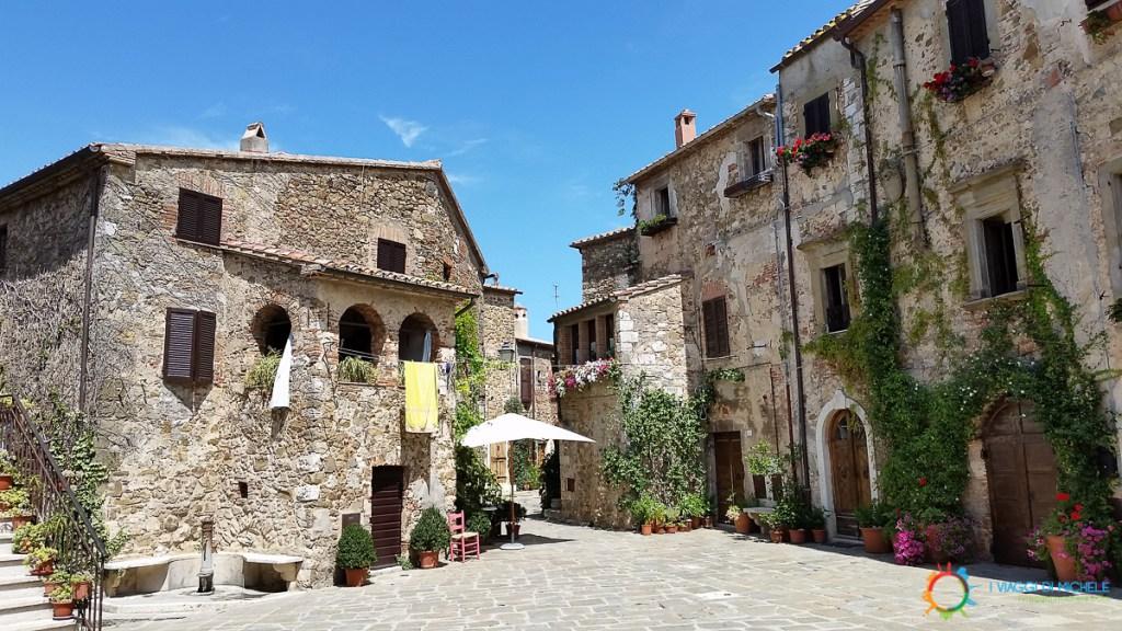 Piazza del Castello – Montemerano