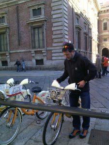 Kim Harding picking his bike at BikeMI