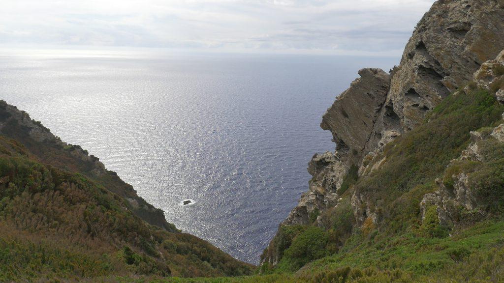 Gorgona, the cliff