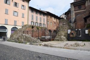 Pavia, Piazza del Duomo - the remains of the ancient twin churches