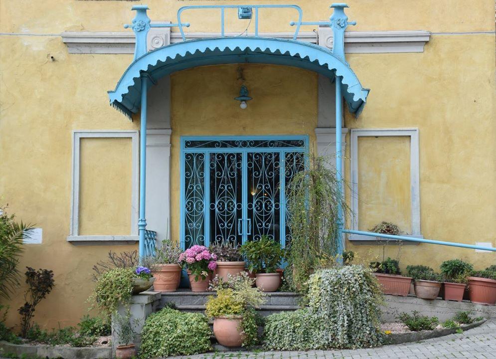 Pavia, door to the Bardelli Ristorante