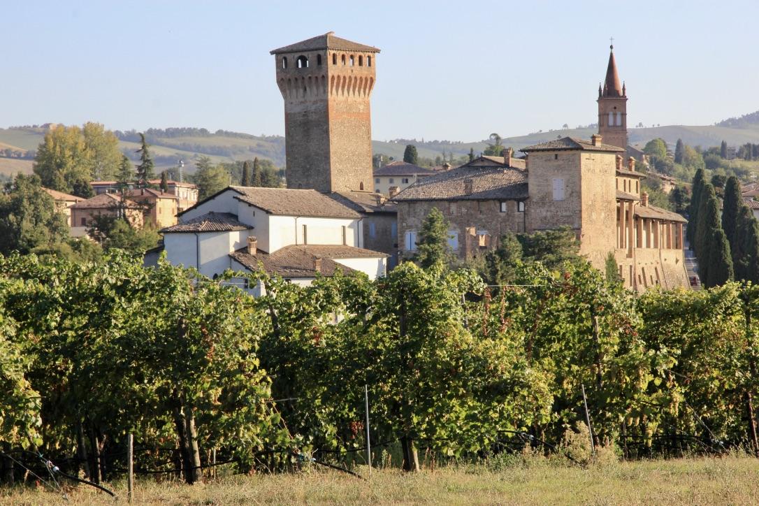 Levizzano Castle, by Valentina Grossi