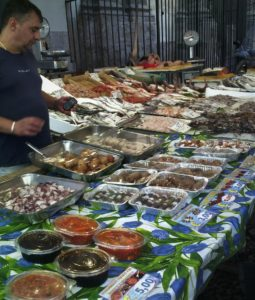 Market, food ready to eat