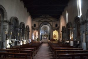 Chiesa di Sant'Ambrogio - the interior of the church. The Last Supper is located in the canopied apse to the left of the altar. Both sides of the church are laden with artwork