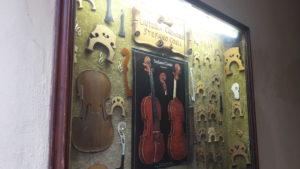 Cremona_ Showcase of a violins maker_Nicoletta Speltra copia