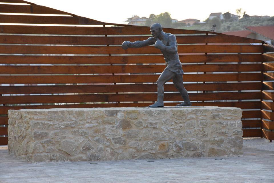 Rocky Marciano statue in Ripa Teatina