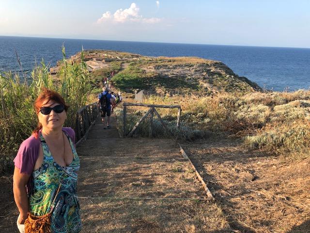 Syusy Blady in front of the ruins, Ventotene, Villa Giulia
