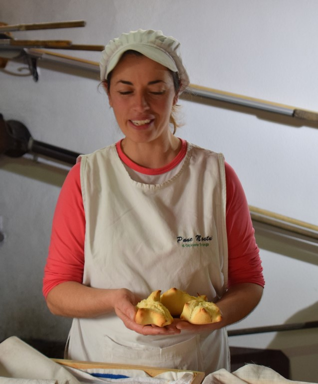 Samugheo - Pane Nostu - Giovanna Frongia telling us about the Mother Bread and how no bread can be made without it