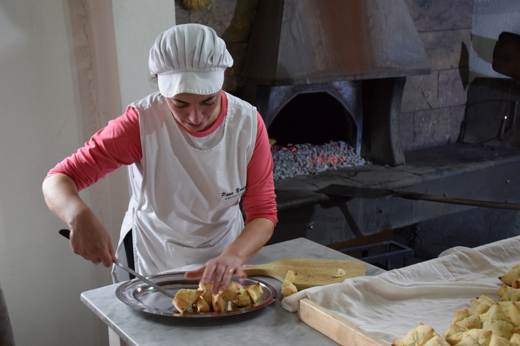 Samugheo - Pane Nostu - Giovanna Frongia slicing the freshly baked bread for us to sample
