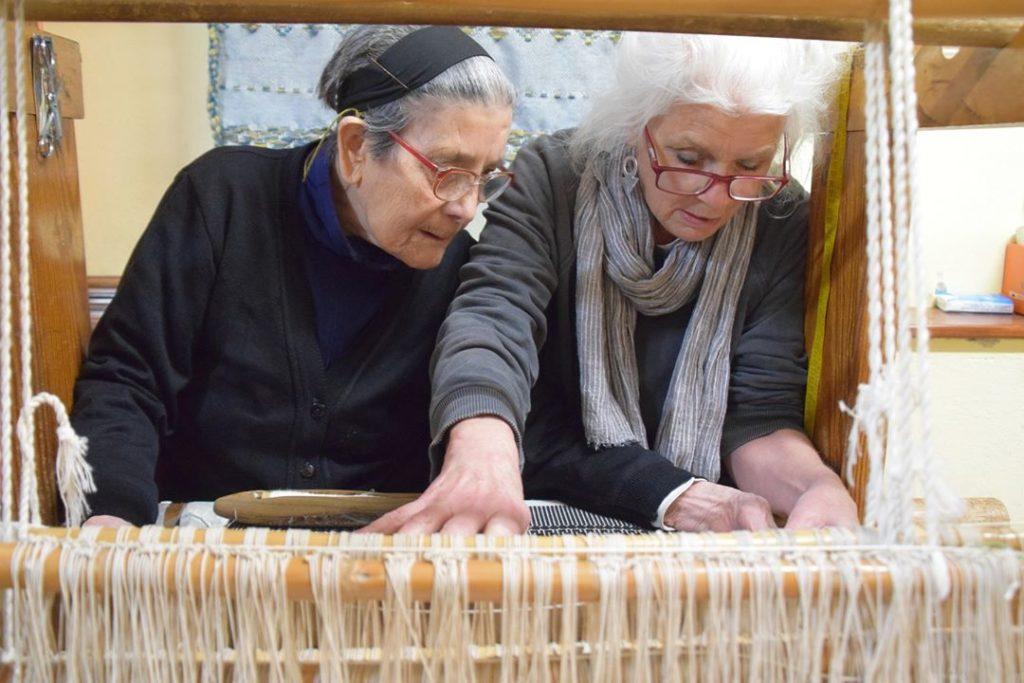37. SARDEGNA – Samugheo - Laboratorio Tessile Artigiano Isabella Frongia – Usanna Frongia teaching me to weave!!!!